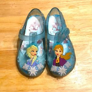 Good condition Frozen jellies size 7 toddler
